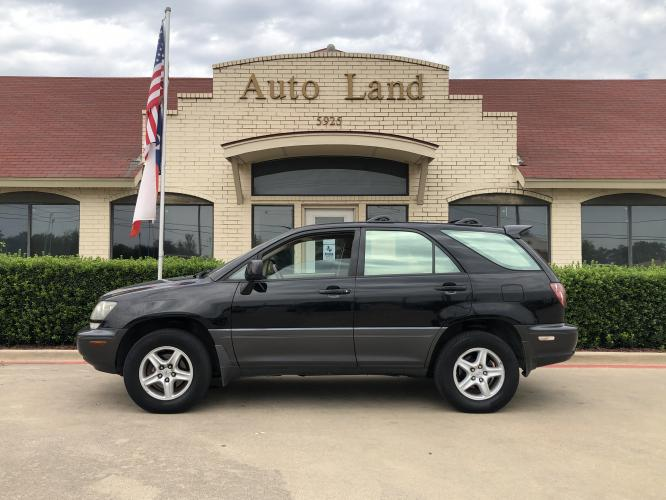 2000 Black Lexus RX 300 AWD (JT6HF10U9Y0) with an 3.0L V6 DOHC 24V engine, 4-Speed Automatic Overdrive transmission, located at 5925 E.BELKNAP ST., HALTOM CITY, TX, 76117, (817) 834-4222, 32.804775, -97.257339 - Photo #0