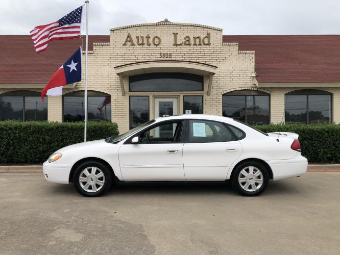 2005 White Ford Taurus SEL (1FAFP56U45A) with an 3.0L V6 OHV 12V engine, 4-Speed Automatic Overdrive transmission, located at 5925 E.BELKNAP ST., HALTOM CITY, TX, 76117, (817) 834-4222, 32.804775, -97.257339 - Photo #0